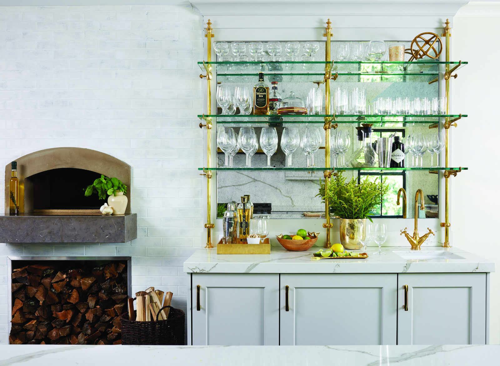Kitchen Wetbar And Pizza Oven