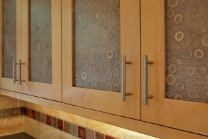 kitchens cabinets with varia ecoresin panels